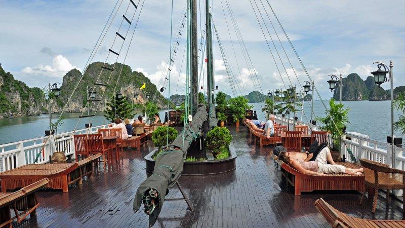 Sailing Halong Bay, Hanoi, Vietnam